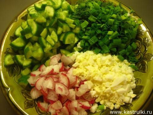 Салат из свежих огурцов с редисом