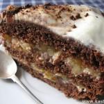 Шоколадный торт с яблоками