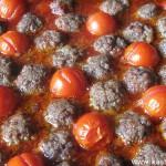 Тефтели с помидорами черри