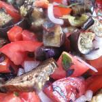 Салат из печеных баклажан с помидорами