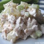 Салат с курицей, ананасами и сельдереем
