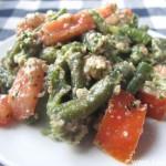 Салат из зеленой фасоли с чесноком, кинзой и грецкими орехами