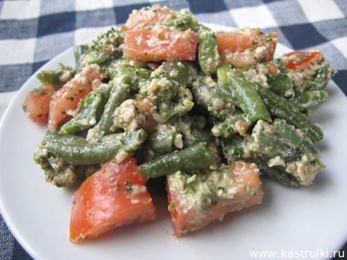Салат из фасоли с орехами и кинзой