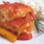 Курица в соусе из помидоров и перцев