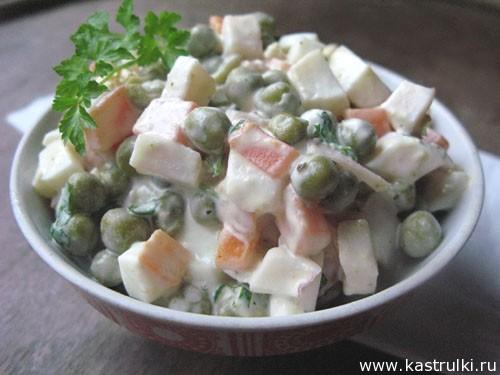 Салат с кальмаром и горошком