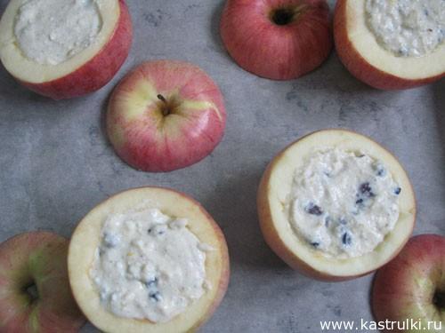 Печеное яблоко с творогом