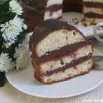 Бисквитный торт с масляным кремом и вареньем