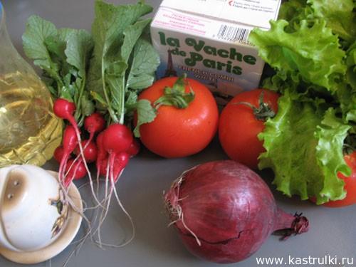 Салат с редисом, помидорами и брынзой