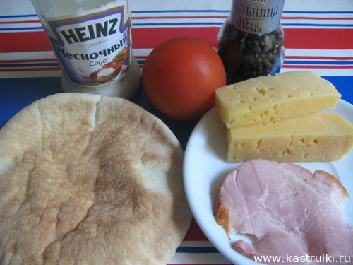 Пита с сыром и помидорами