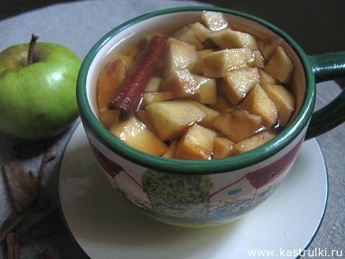 Чай с корицей и яблоком