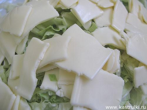 Салат из пекинской капусты, кукурузы и крабовых палочек