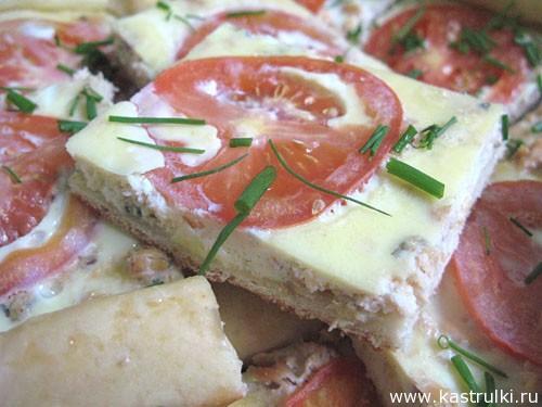 Пирог с рыбой и помидорами