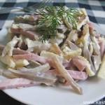 Грибной салат с ветчиной и яичными блинчиками